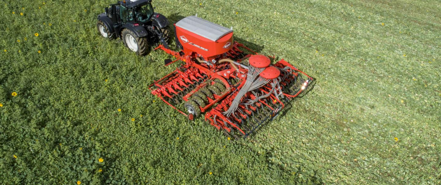 AUROCK trailed seed drill for no-till and conservation agriculture at work