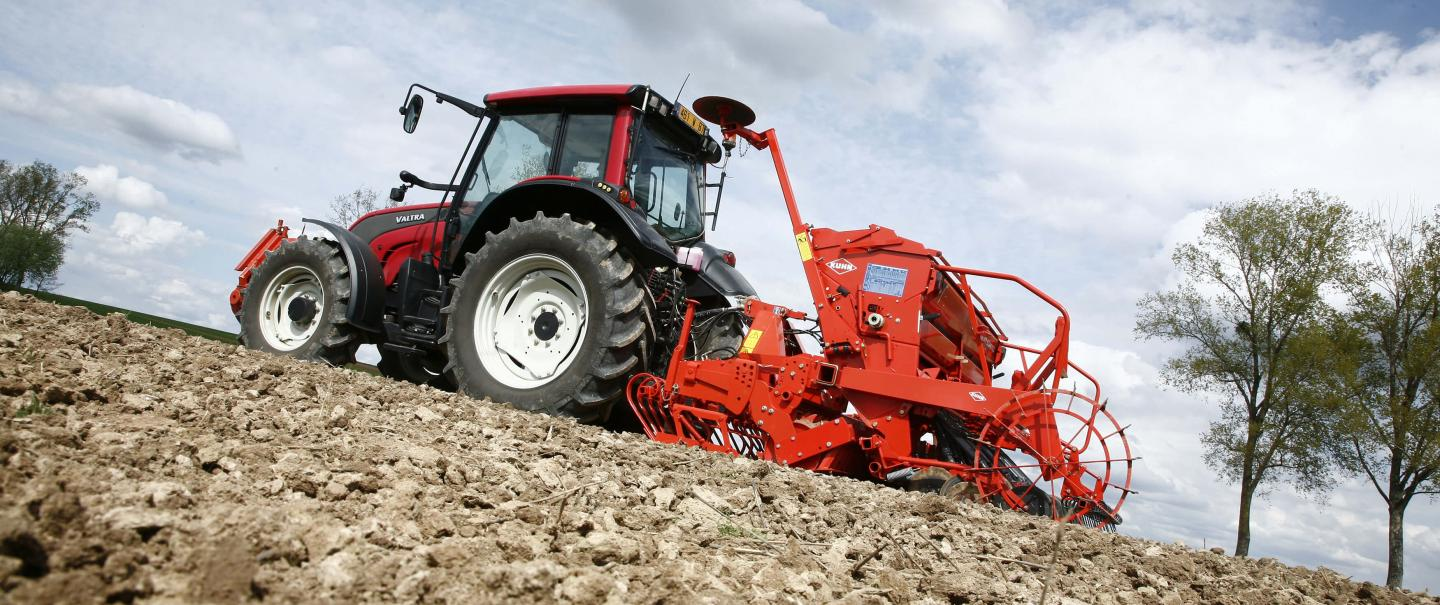 CD 300 and INTEGRA seed drill at work