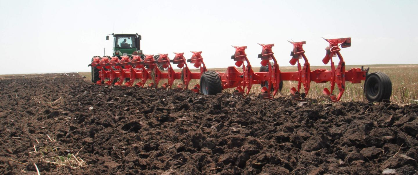 CHALLENGER plough at work