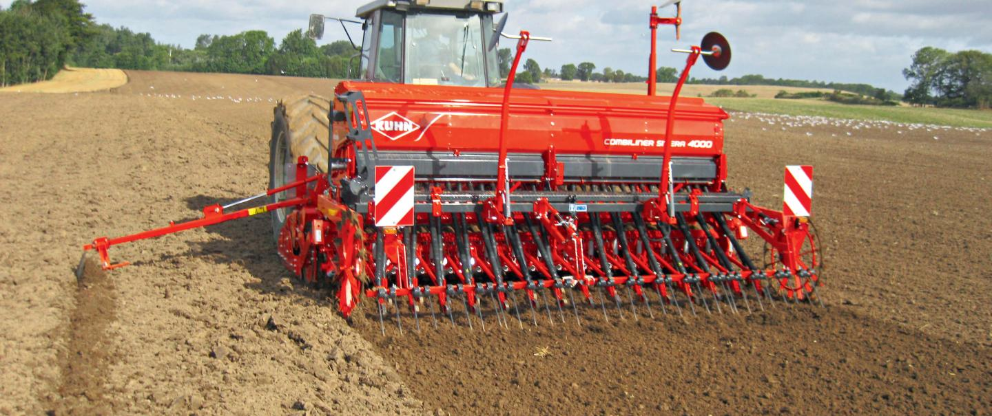 COMBILINER SITERA 4000 seed drill at work
