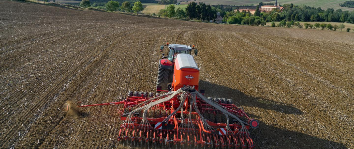 ESPRO 6000RC seed drill at work