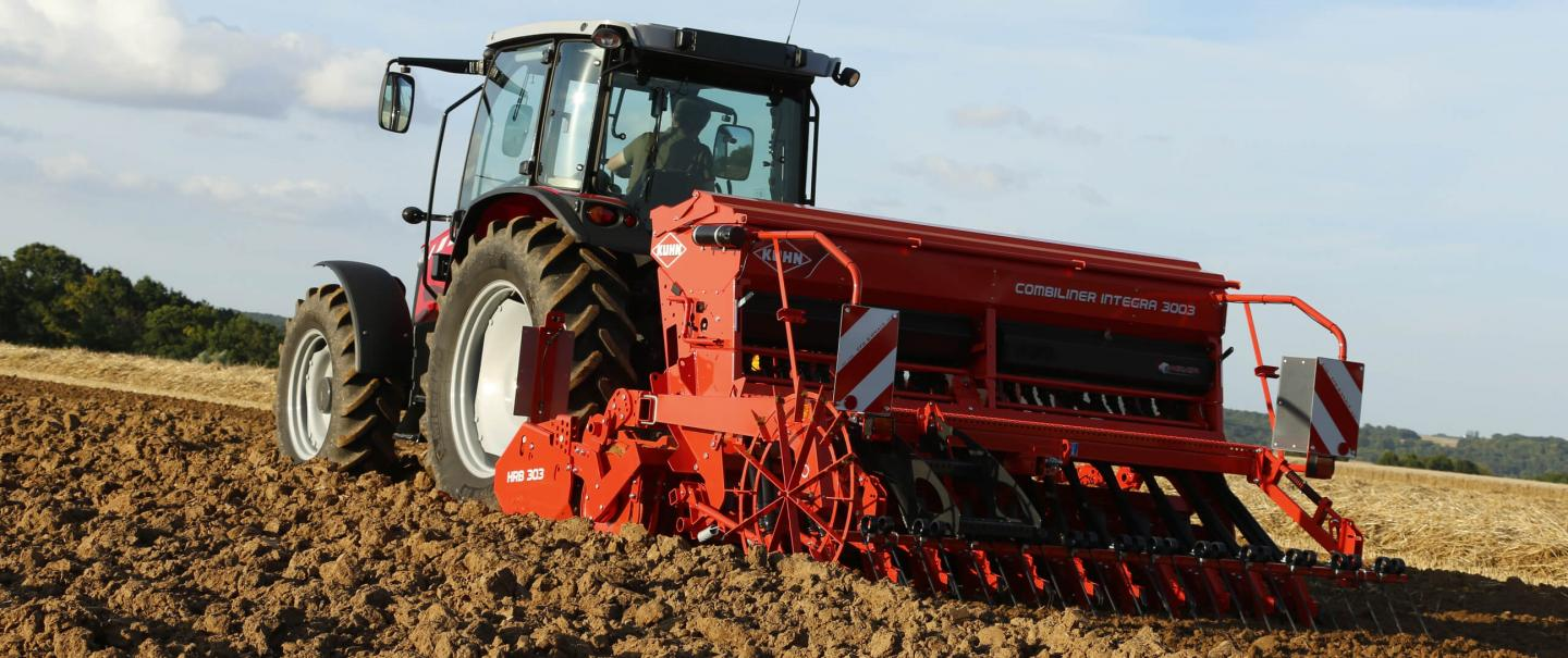 Integrated mechanical seed drill COMBILINER INTEGRA 303 at work
