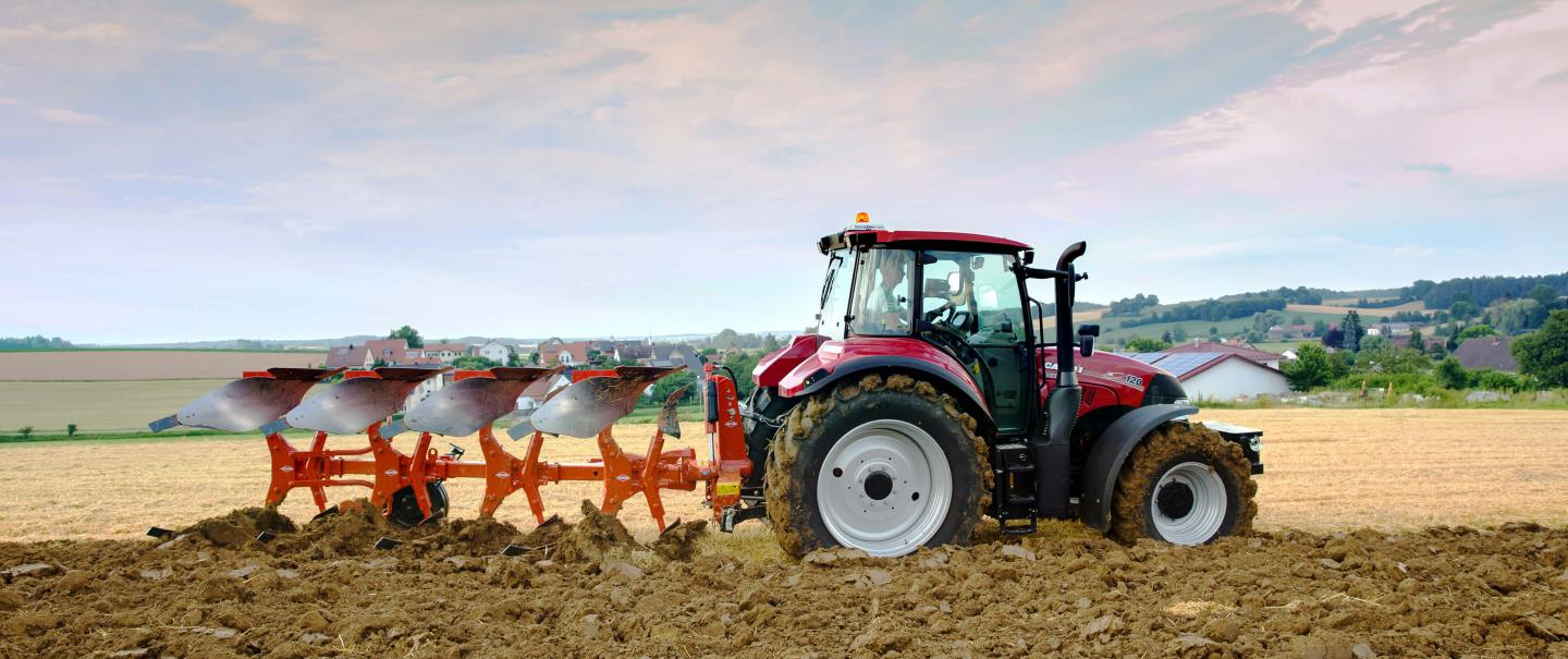 With their low traction requirements, the MASTER 113 ploughs are suitable for standard tractors on the market.