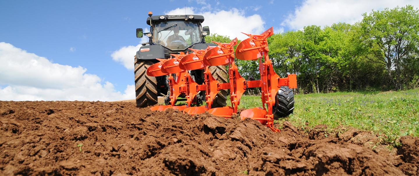 MASTER 123 ploughs are ideal for tractors from 65 to 210 hp.
