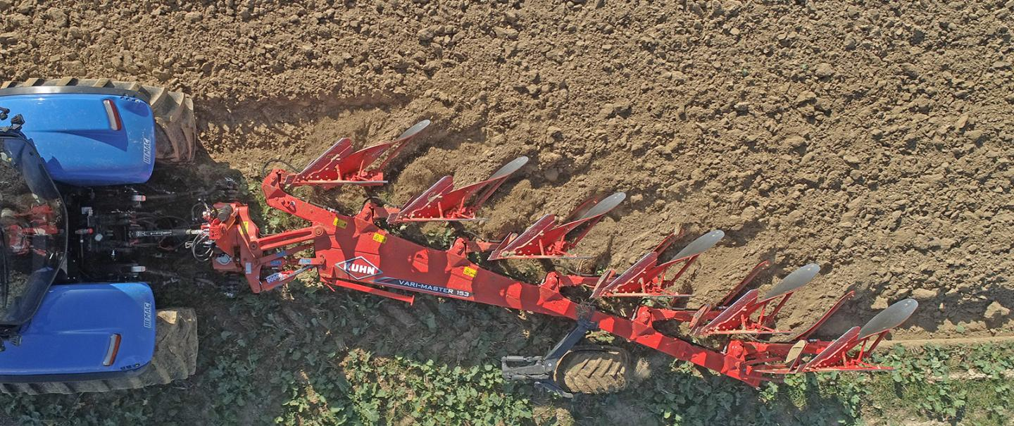 The KUHN MASTER 153 range: the reference for ploughing