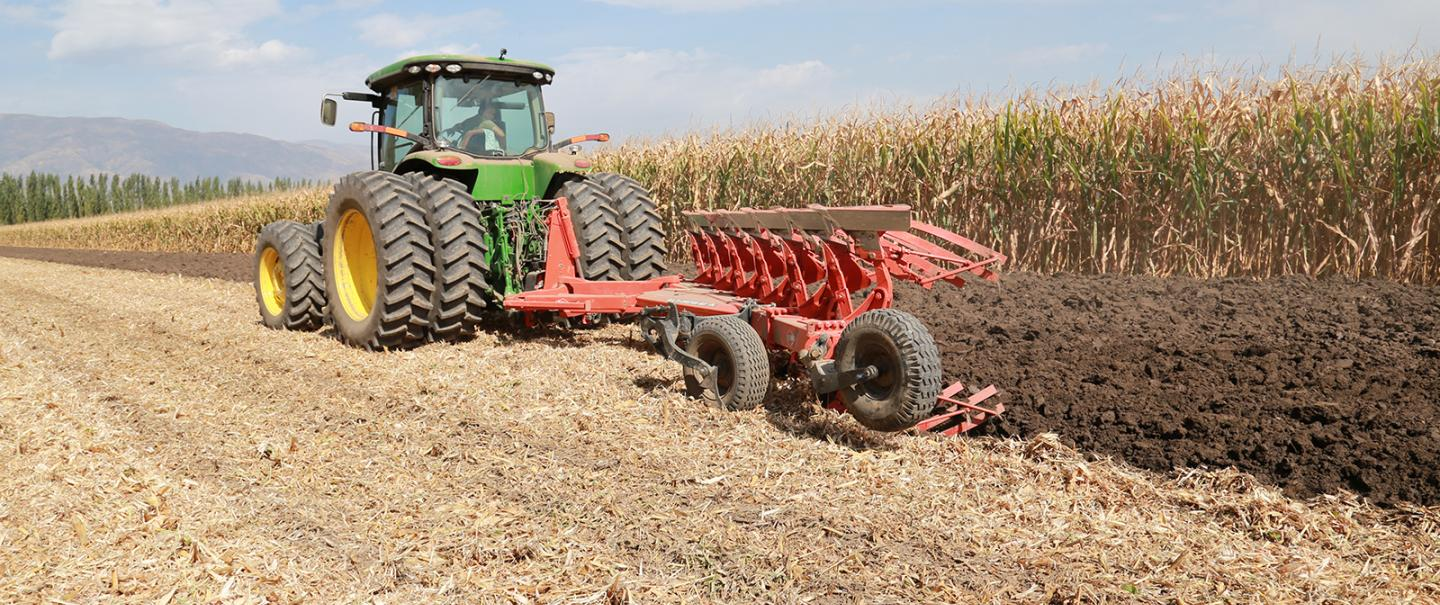 The MASTER 183 OL allows ploughing outside the furrow.