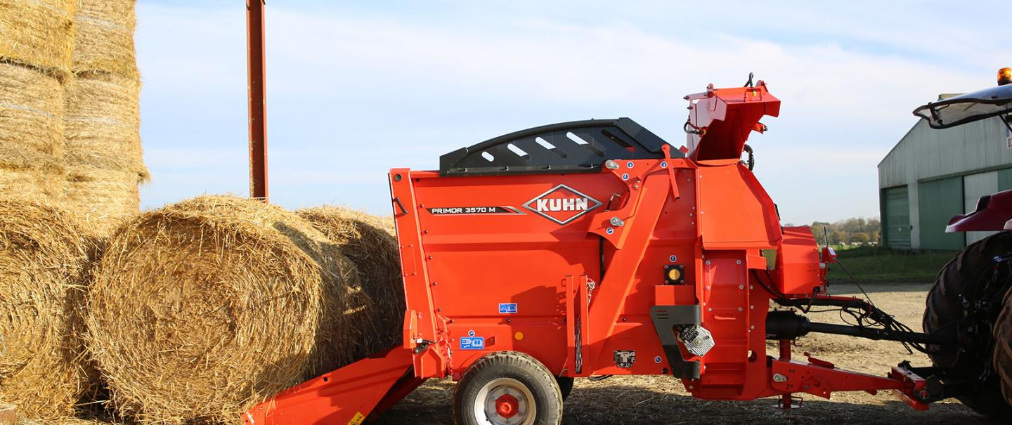 The KUHN PRIMOR 3570 M in straw bedding mode