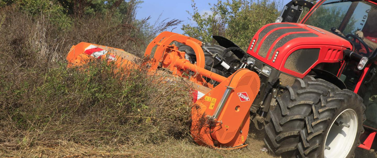 PRO 210 shredder at work on sloping verges
