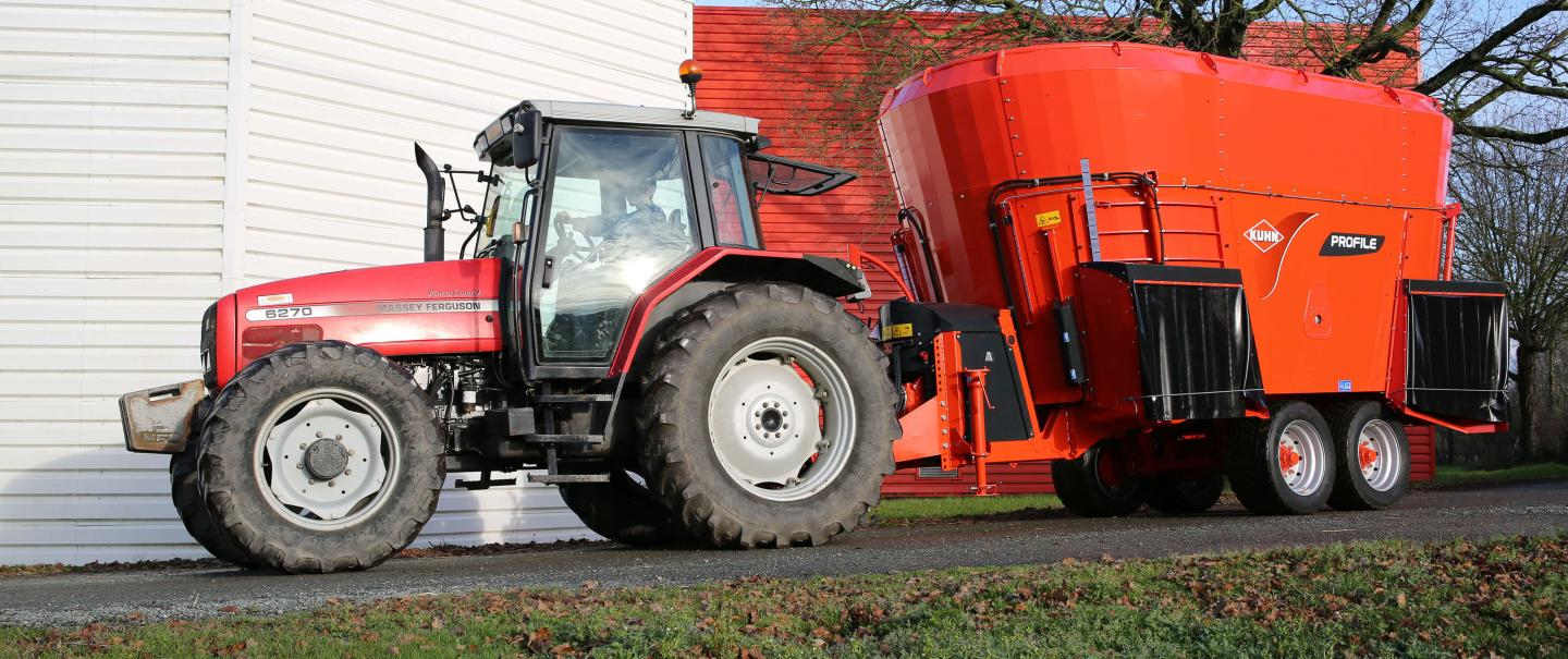 PROFILE 2 DL vertical twin auger mixer at work