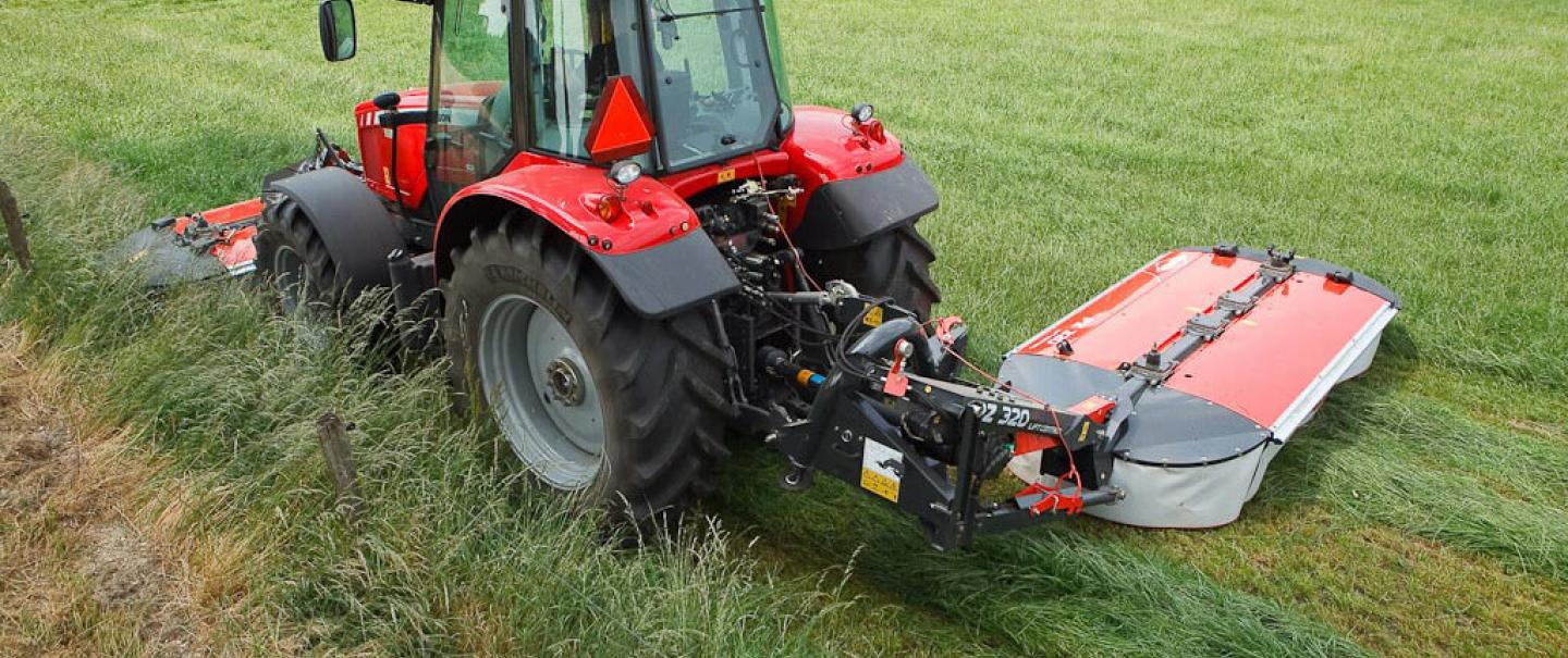 PZ 320 drum mower mowing grass in combination with a front mower