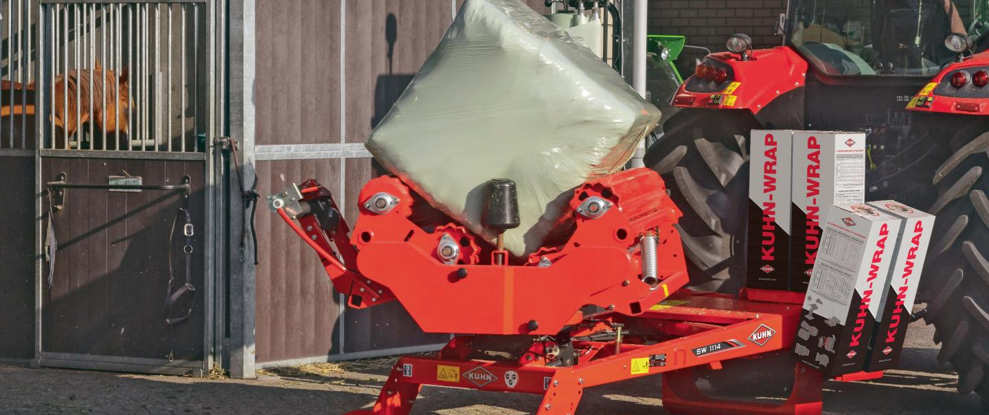 KUHN SW 1114 bale wrapper at work
