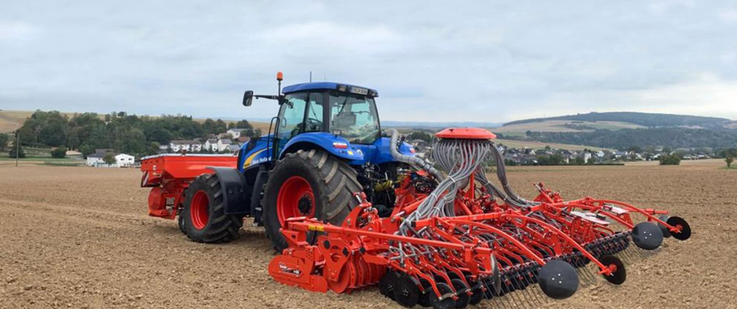 VENTA CSC 6000 seeding bar at work in combination